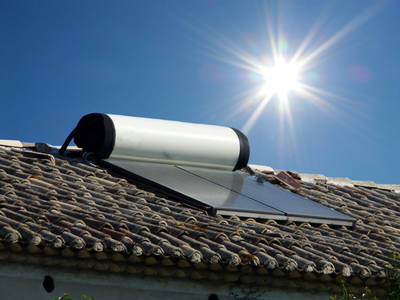 chauffe eau solaire ballon d 39 eau chaude solaire. Black Bedroom Furniture Sets. Home Design Ideas