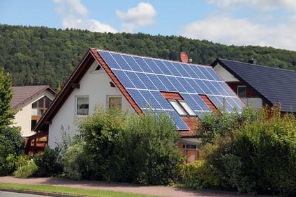 Maison avec panneaux solaires photovoltaïques